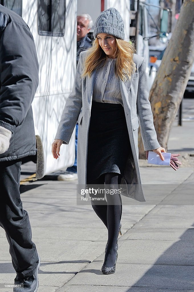 Actress Sarah Jessica Parker walks to the 'I Don't Know How She Does It' movie set at Plymouth Church School on February 22 2011 in New York City