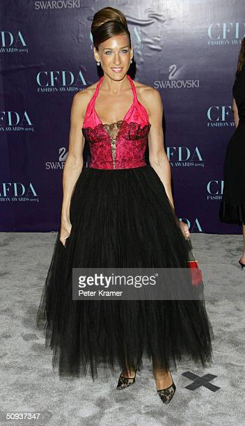 Actress Sarah Jessica Parker wearing a Howard Greer dress attends the 2004 CFDA Fashion Awards June 7 2004 in New York City