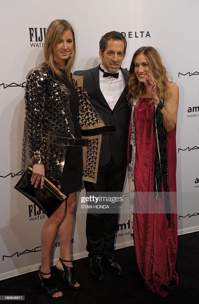 Actress Sarah Jessica Parker (R) with designer and amfAR Chairman Kenneth Cole (C) and his daughter Amanda Cole (L) at the amfAR (The Foundation for AIDS Research) gala that kicks off the Mercedes-Benz Fashion Week February 6, 2013 in New York. AFP PHOTO/Stan HONDA