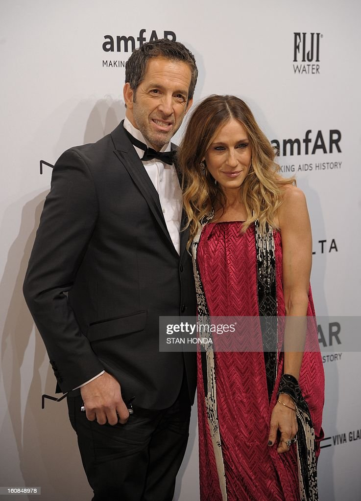Actress Sarah Jessica Parker (R) with designer and amfAR Chairman Kenneth Cole (L) at the amfAR (The Foundation for AIDS Research) gala that kicks off the Mercedes-Benz Fashion Week February 6, 2013 in New York. AFP PHOTO/Stan HONDA