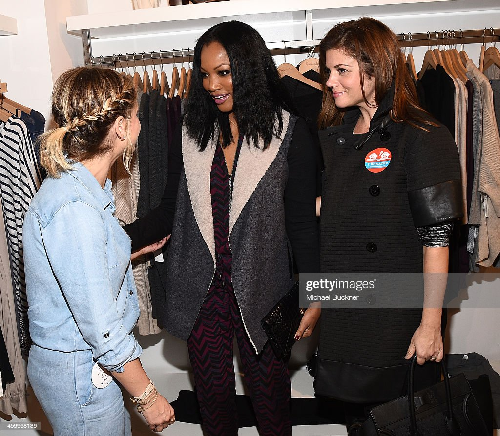 Actress Sarah Michelle Gellar actress Garcelle Beauvais and actress Tiffani Thiessen attend the Splendid Holiday Book Drive KickOff with Milk and...