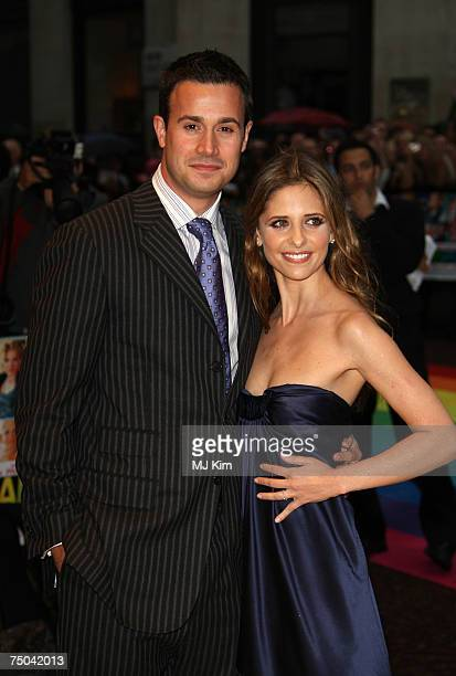 Actress Sarah Michelle Gellar and Actor Freddie Prinze Jr pose for a picture at the Hairspray Premiere at the Odeon Cinema Leicester Square on July...
