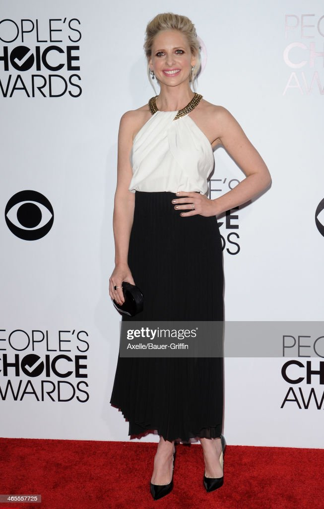 Actress Sarah Michelle Gellar arrives at The 40th Annual People's Choice Awards at Nokia Theatre L.A. Live on January 8, 2014 in Los Angeles, California.