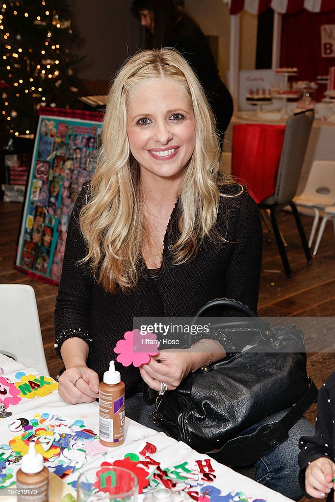 Actress <a gi-track='captionPersonalityLinkClicked' href=/galleries/search?phrase=Sarah+Michelle+Gellar&family=editorial&specificpeople=201781 ng-click='$event.stopPropagation()'>Sarah Michelle Gellar</a> attends the 2nd Annual Santa's Secret Workshop Benefiting L.A. Family Housing at Andaz on December 1, 2012 in West Hollywood, California.