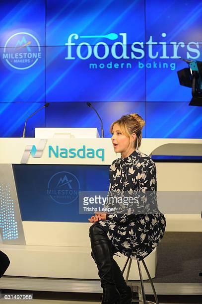 Actress Sarah Michelle Gellar rings the Nasdaq closing bell from the Nasdaq Entrepreneurial Center on January 11 2017 in San Francisco California
