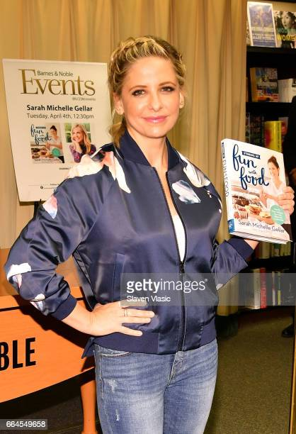 Actress Sarah Michelle Gellar signs copies of her new book 'Stirring Up Fun With Food' at Barnes Noble 5th Avenue on April 4 2017 in New York City