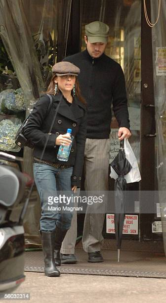 Actress Sarah Michelle Gellar walks with her husband actor Freddy Prinze Jr October 29 2005 in downtown New York City