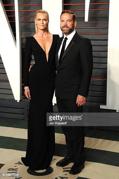 Actress Sarah Murdoch and busnissman Lachlan Murdoch attend the 2016 Vanity Fair Oscar Party hosted By Graydon Carter at Wallis Annenberg Center for...