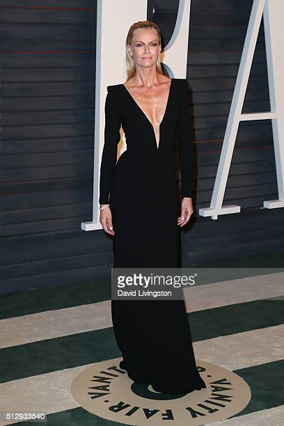 Actress Sarah Murdoch arrives at the 2016 Vanity Fair Oscar Party Hosted by Graydon Carter at the Wallis Annenberg Center for the Performing Arts on...