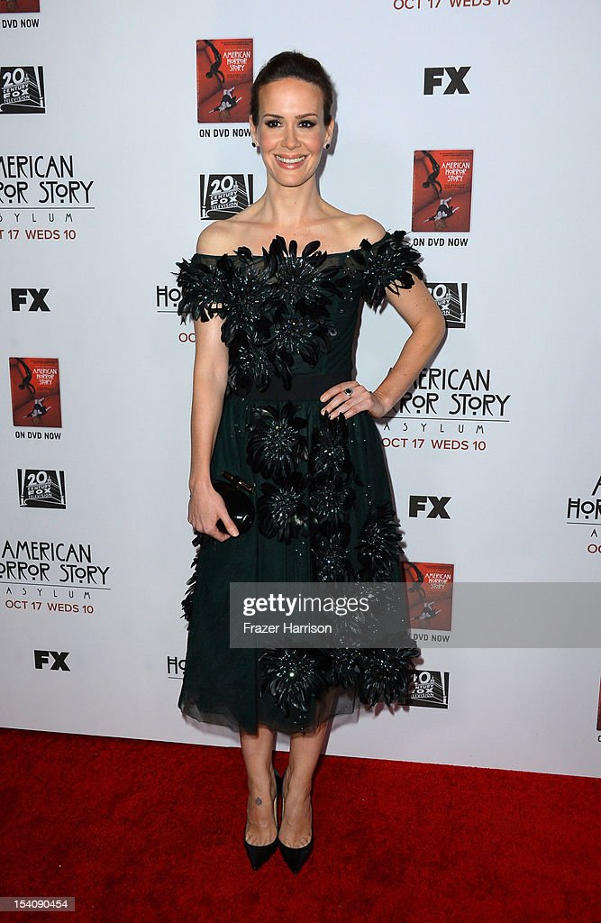 Actress <a gi-track='captionPersonalityLinkClicked' href=/galleries/search?phrase=Sarah+Paulson&family=editorial&specificpeople=220657 ng-click='$event.stopPropagation()'>Sarah Paulson</a> arrives at the Premiere Screening of FX's 'American Horror Story: Asylum' at the Paramount Theatre on October 13, 2012 in Hollywood, California.