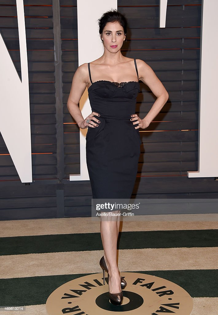 Actress <a gi-track='captionPersonalityLinkClicked' href=/galleries/search?phrase=Sarah+Silverman&family=editorial&specificpeople=241299 ng-click='$event.stopPropagation()'>Sarah Silverman</a> arrives at the 2015 Vanity Fair Oscar Party Hosted By Graydon Carter at Wallis Annenberg Center for the Performing Arts on February 22, 2015 in Beverly Hills, California.