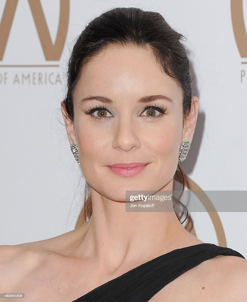 Actress <a gi-track='captionPersonalityLinkClicked' href=/galleries/search?phrase=Sarah+Wayne+Callies&family=editorial&specificpeople=607272 ng-click='$event.stopPropagation()'>Sarah Wayne Callies</a> arrives at the 26th Annual PGA Awards at the Hyatt Regency Century Plaza on January 24, 2015 in Los Angeles, California.