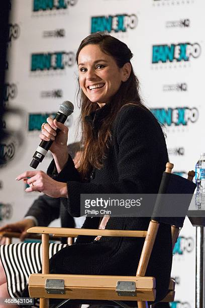 Actress Sarah Wayne Callies attends the celebrity QA session at 'Fan Expo Vancouver 2015' at the Vancouver Convention Centre on April 4 2015 in...