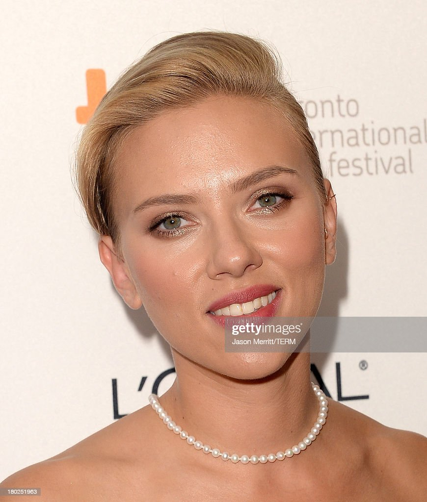 Actress <a gi-track='captionPersonalityLinkClicked' href=/galleries/search?phrase=Scarlett+Johansson&family=editorial&specificpeople=171858 ng-click='$event.stopPropagation()'>Scarlett Johansson</a> arrives at the 'Don Jon' Premiere during the 2013 Toronto International Film Festival at Princess of Wales Theatre on September 10, 2013 in Toronto, Canada.