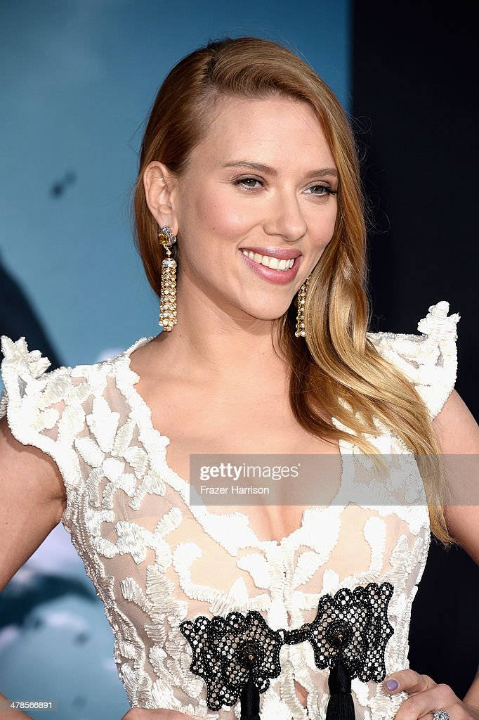 Actress Scarlett Johansson, arrives at the premiere Of Marvel's 'Captain America:The Winter Soldier at the El Capitan Theatre on March 13, 2014 in Hollywood, California.