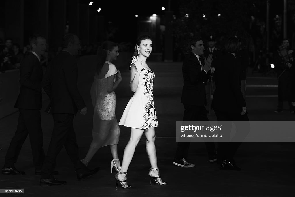 Actress <a gi-track='captionPersonalityLinkClicked' href=/galleries/search?phrase=Scarlett+Johansson&family=editorial&specificpeople=171858 ng-click='$event.stopPropagation()'>Scarlett Johansson</a> attends 'Her' Premiere during The 8th Rome Film Festival at Auditorium Parco Della Musica on November 10, 2013 in Rome, Italy.