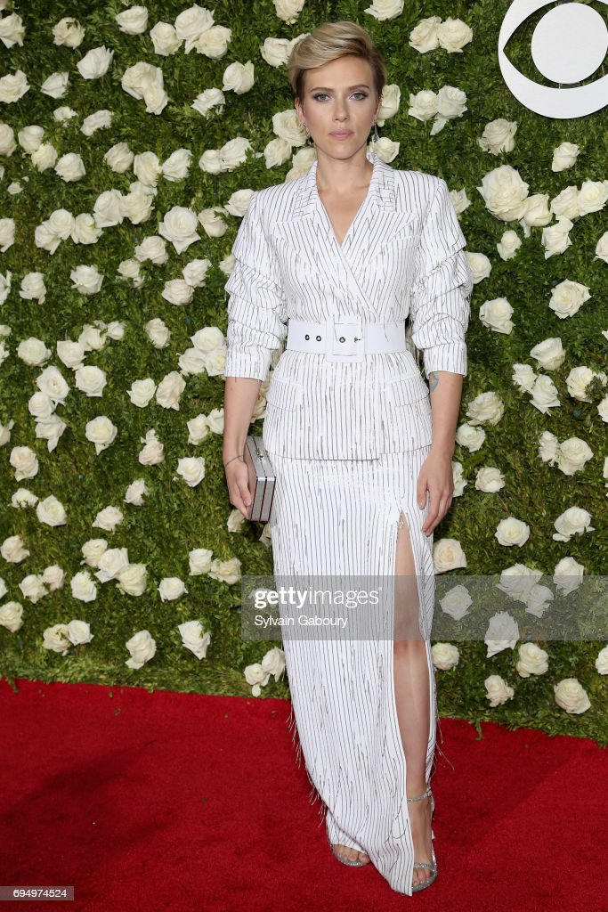 actress-scarlett-johansson-attends-the-71st-annual-tony-awards-at-picture-id694974524
