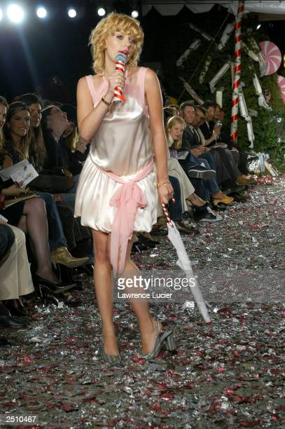Actress Scarlett Johansson attends the Cynthia Rowley Spring/Summer 2004 Collection fashion show at the Elizabeth Street Garden September 18 2003 in...