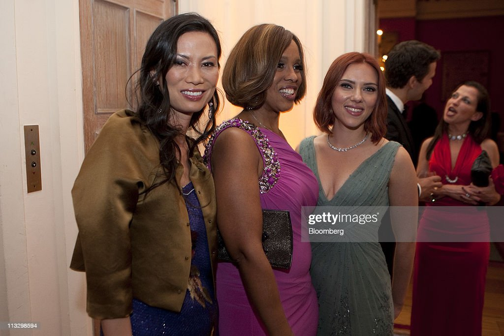 Actress <a gi-track='captionPersonalityLinkClicked' href=/galleries/search?phrase=Scarlett+Johansson&family=editorial&specificpeople=171858 ng-click='$event.stopPropagation()'>Scarlett Johansson</a>, right, Wendi Murdoch, left, and television personality <a gi-track='captionPersonalityLinkClicked' href=/galleries/search?phrase=Gayle+King&family=editorial&specificpeople=215469 ng-click='$event.stopPropagation()'>Gayle King</a> attend the the Bloomberg Vanity Fair White House Correspondents' Association (WHCA) dinner afterparty in Washington, D.C., U.S., on Saturday, April 30, 2011. The dinner raises money for WHCA scholarships and honors the recipients of the organization's journalism awards. Photographer: Joshua Roberts/Bloomberg via Getty Images