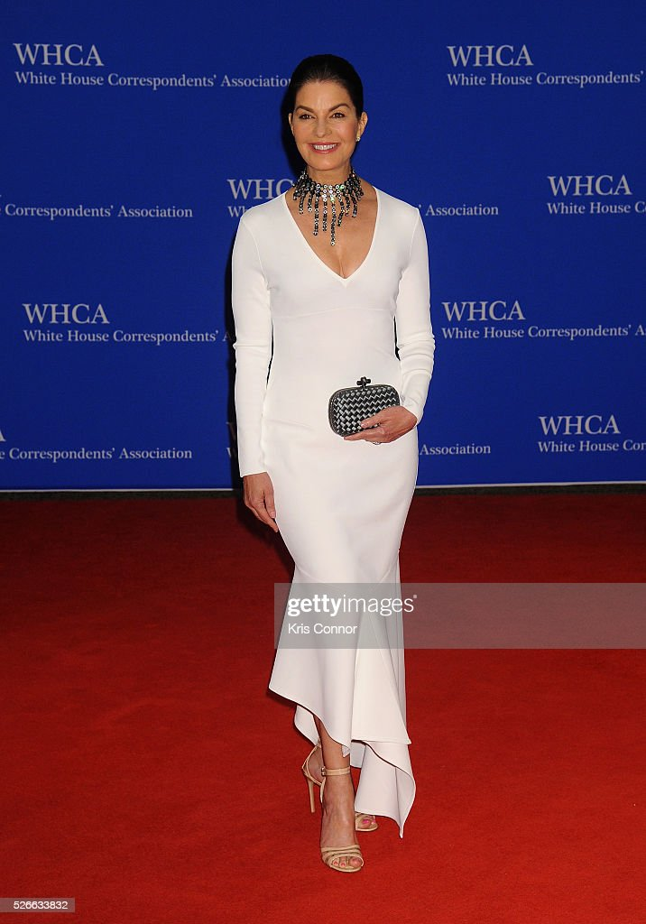 Actress <a gi-track='captionPersonalityLinkClicked' href=/galleries/search?phrase=Sela+Ward&family=editorial&specificpeople=209144 ng-click='$event.stopPropagation()'>Sela Ward</a> attends the 102nd White House Correspondents' Association Dinner on April 30, 2016 in Washington, DC.