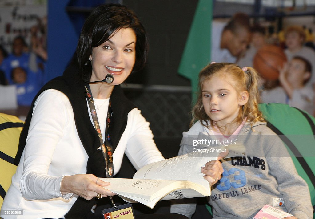 Actress Sela Ward reads to kids at the Read To Achieve/NBA Cares area at the Jam Session during the NBA All Star Weekend on February 17 2007 in Las...