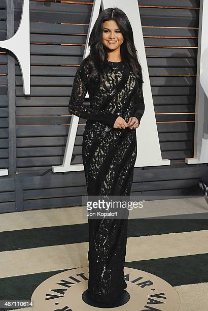 Actress Selena Gomez arrives at the 2015 Vanity Fair Oscar Party Hosted By Graydon Carter at Wallis Annenberg Center for the Performing Arts on...
