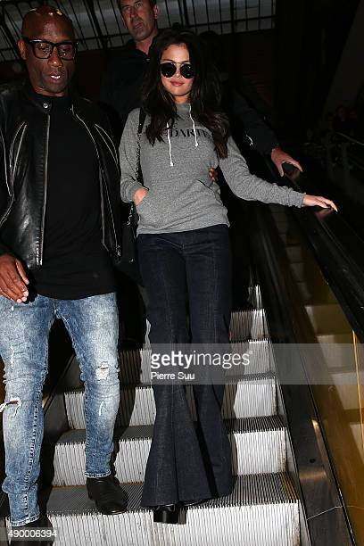 Actress Selena Gomez arrives at the Gare Du Nord on the Eurostar from London on September 25 2015 in Paris France