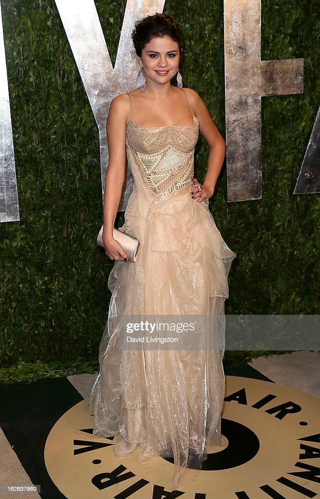 Actress <a gi-track='captionPersonalityLinkClicked' href=/galleries/search?phrase=Selena+Gomez&family=editorial&specificpeople=4295969 ng-click='$event.stopPropagation()'>Selena Gomez</a> attends the 2013 Vanity Fair Oscar Party at the Sunset Tower Hotel on February 24, 2013 in West Hollywood, California.