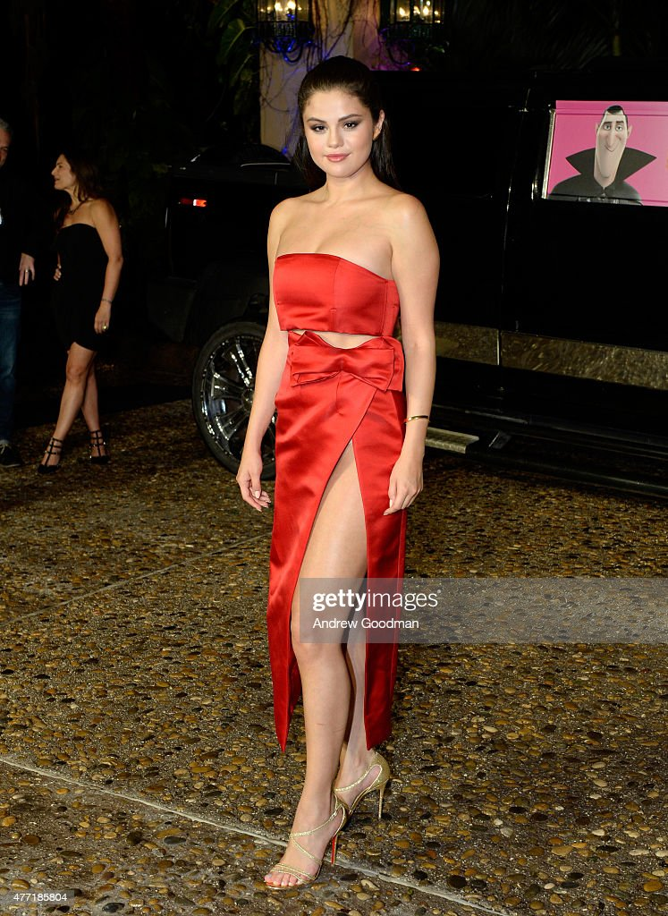 Actress <a gi-track='captionPersonalityLinkClicked' href=/galleries/search?phrase=Selena+Gomez&family=editorial&specificpeople=4295969 ng-click='$event.stopPropagation()'>Selena Gomez</a> attends the 'Hotel Transylvania 2' photo call during Summer Of Sony Pictures Entertainment 2015 at The Ritz-Carlton Cancun on June 14, 2015 in Cancun, Mexico. #SummerOfSonyPictures