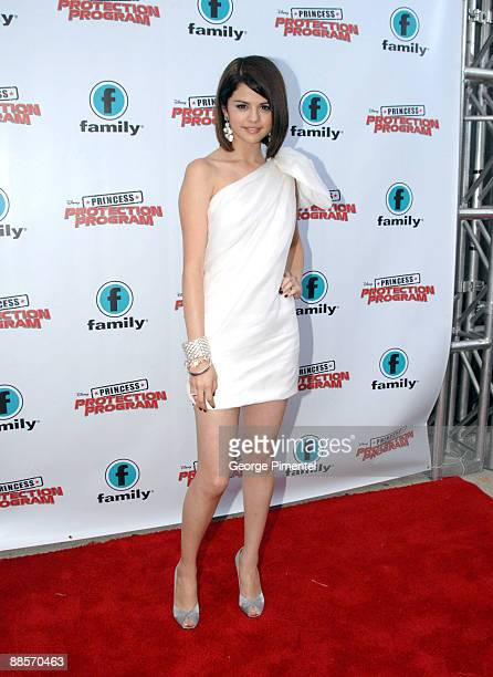 Actress Selena Gomez attends the Red Carpet Premiere For Disney's 'Princess Protection Program' at the Queen Elizabeth Theatre on June 18 2009 in...