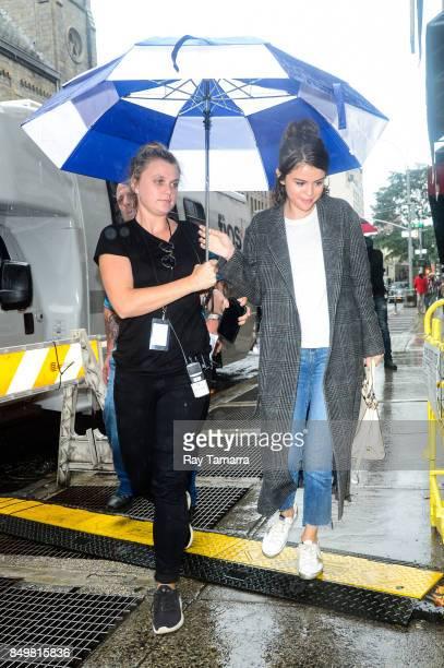Actress Selena Gomez enters a Dig Inn restaurant on September 19 2017 in New York City