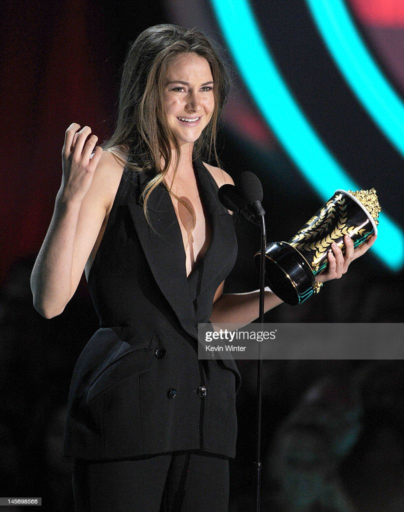 Actress Shailene Woodley accepts the Breakthrough Performance award onstage during the 2012 MTV Movie Awards held at Gibson Amphitheatre on June 3...