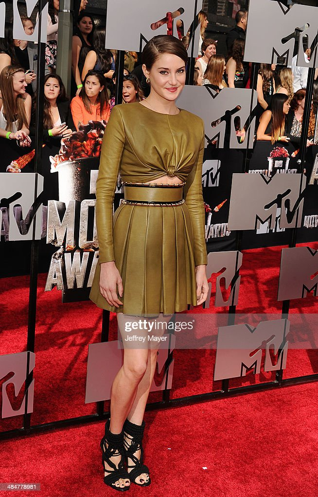 Actress <a gi-track='captionPersonalityLinkClicked' href=/galleries/search?phrase=Shailene+Woodley&family=editorial&specificpeople=676833 ng-click='$event.stopPropagation()'>Shailene Woodley</a> attends the 2014 MTV Movie Awards at Nokia Theatre L.A. Live on April 13, 2014 in Los Angeles, California.