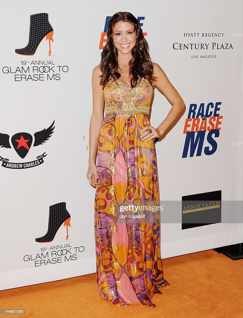 Actress <a gi-track='captionPersonalityLinkClicked' href=/galleries/search?phrase=Shannon+Elizabeth&family=editorial&specificpeople=201622 ng-click='$event.stopPropagation()'>Shannon Elizabeth</a> arrives at the 19th Annual Race To Erase MS Event at the Hyatt Regency Century Plaza on May 18, 2012 in Century City, California.