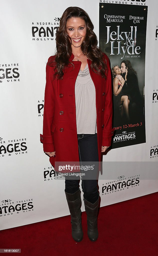 Actress <a gi-track='captionPersonalityLinkClicked' href=/galleries/search?phrase=Shannon+Elizabeth&family=editorial&specificpeople=201622 ng-click='$event.stopPropagation()'>Shannon Elizabeth</a> attends the opening night of 'Jekyll & Hyde' at the Pantages Theatre on February 12, 2013 in Hollywood, California.