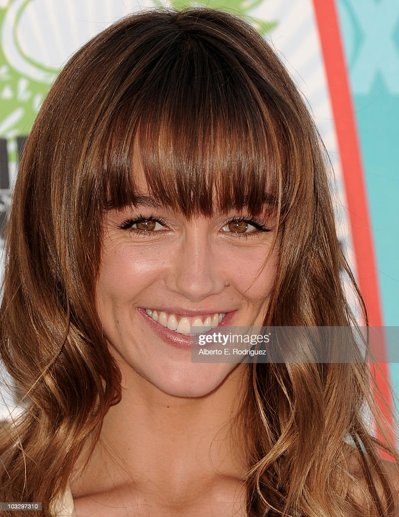 Actress Sharni Vinson arrives at the 2010 Teen Choice Awards at Gibson Amphitheatre on August 8, 2010 in Universal City, California.