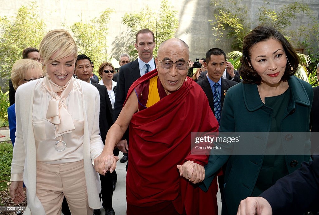 Actress <a gi-track='captionPersonalityLinkClicked' href=/galleries/search?phrase=Sharon+Stone&family=editorial&specificpeople=156409 ng-click='$event.stopPropagation()'>Sharon Stone</a>, His Holiness the 14th Dalai Lama and <a gi-track='captionPersonalityLinkClicked' href=/galleries/search?phrase=Ann+Curry&family=editorial&specificpeople=215356 ng-click='$event.stopPropagation()'>Ann Curry</a> attend The Lourdes Foundation 'Leadership in the 21st Century' Event with His Holiness the 14th Dalai Lama at the California Science Center on February 26, 2014 in Los Angeles, California.