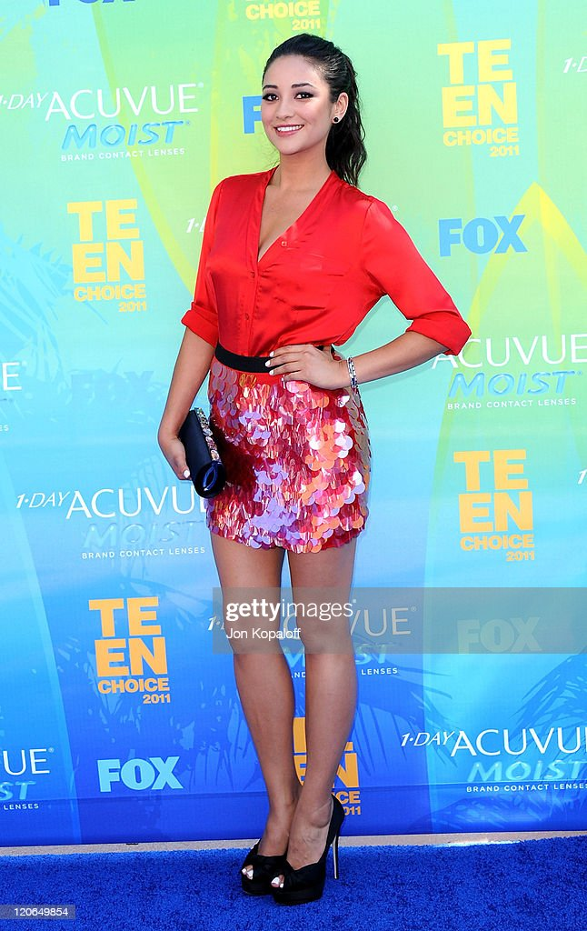 Actress Shay Mitchell arrives at the 2011 Teen Choice Awards held at Gibson Amphitheatre on August 7, 2011 in Universal City, California.