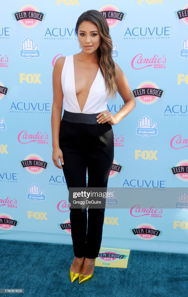 Actress Shay Mitchell arrives at the 2013 Teen Choice Awards at Gibson Amphitheatre on August 11, 2013 in Universal City, California.