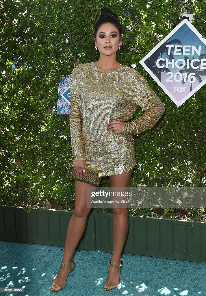 Actress Shay Mitchell arrives at the Teen Choice Awards 2016 at The Forum on July 31 2016 in Inglewood California