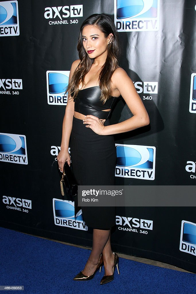 Actress <a gi-track='captionPersonalityLinkClicked' href=/galleries/search?phrase=Shay+Mitchell&family=editorial&specificpeople=6886213 ng-click='$event.stopPropagation()'>Shay Mitchell</a> attends the DirecTV Super Saturday Night at Pier 40 on February 1, 2014 in New York City.