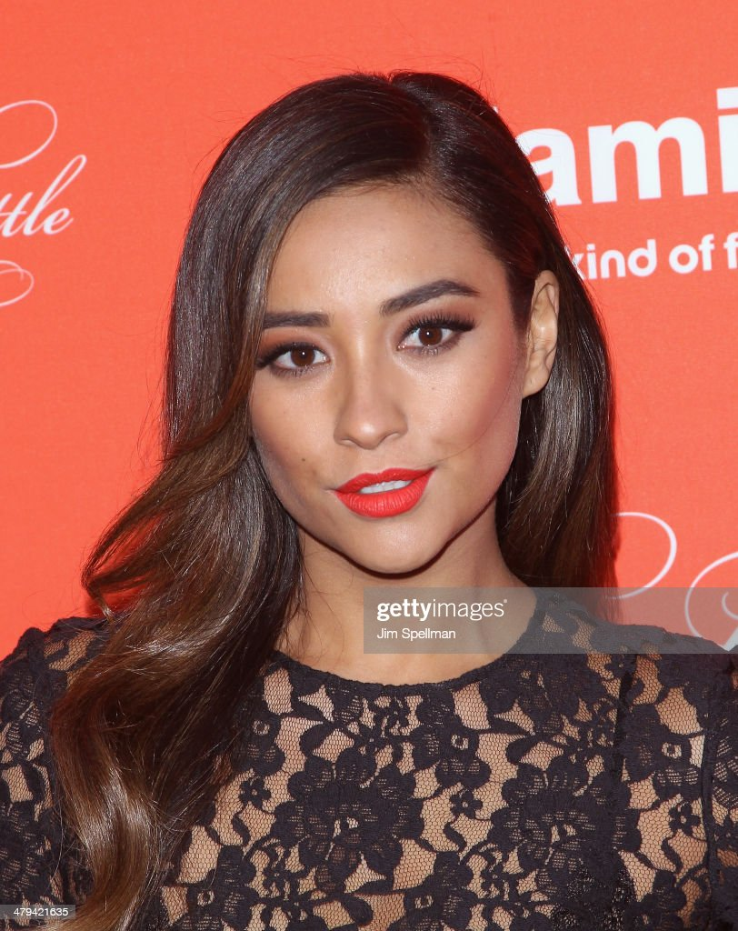 Actress <a gi-track='captionPersonalityLinkClicked' href=/galleries/search?phrase=Shay+Mitchell&family=editorial&specificpeople=6886213 ng-click='$event.stopPropagation()'>Shay Mitchell</a> attends the 'Pretty Little Liars' season finale screening at Ziegfeld Theater on March 18, 2014 in New York City.