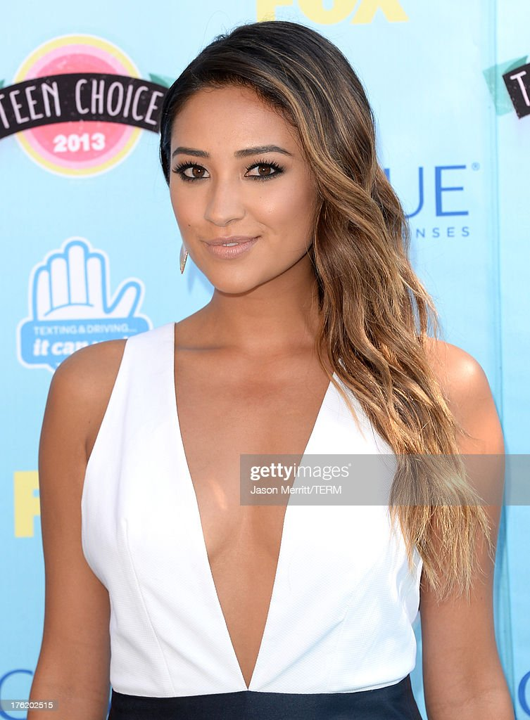 Actress Shay Mitchell attends the Teen Choice Awards 2013 at Gibson Amphitheatre on August 11, 2013 in Universal City, California.