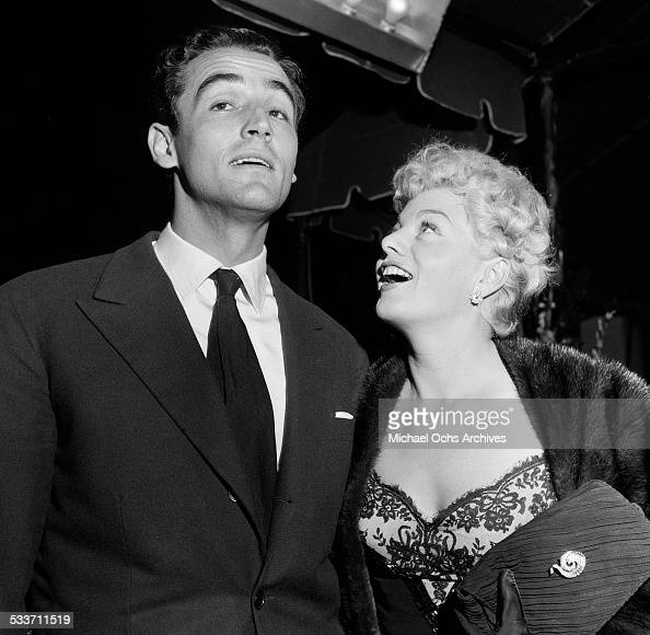 Actress Shelley Winters and husband Vittorio Gassman attend the premiere of 'The Robe' in Los AngelesCA