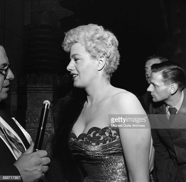 Actress Shelley Winters attends the movie premiere of 'The Glenn Miller Story' in Los AngelesCA