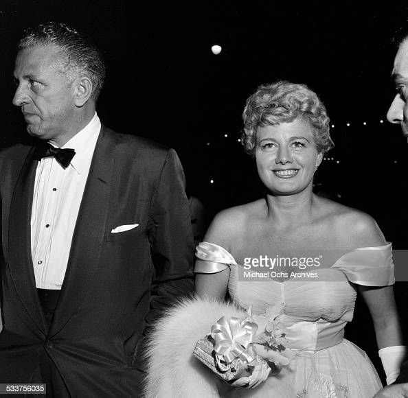 Actress Shelley Winters attends the premiere of 'War and Peace' in Los AngelesCA