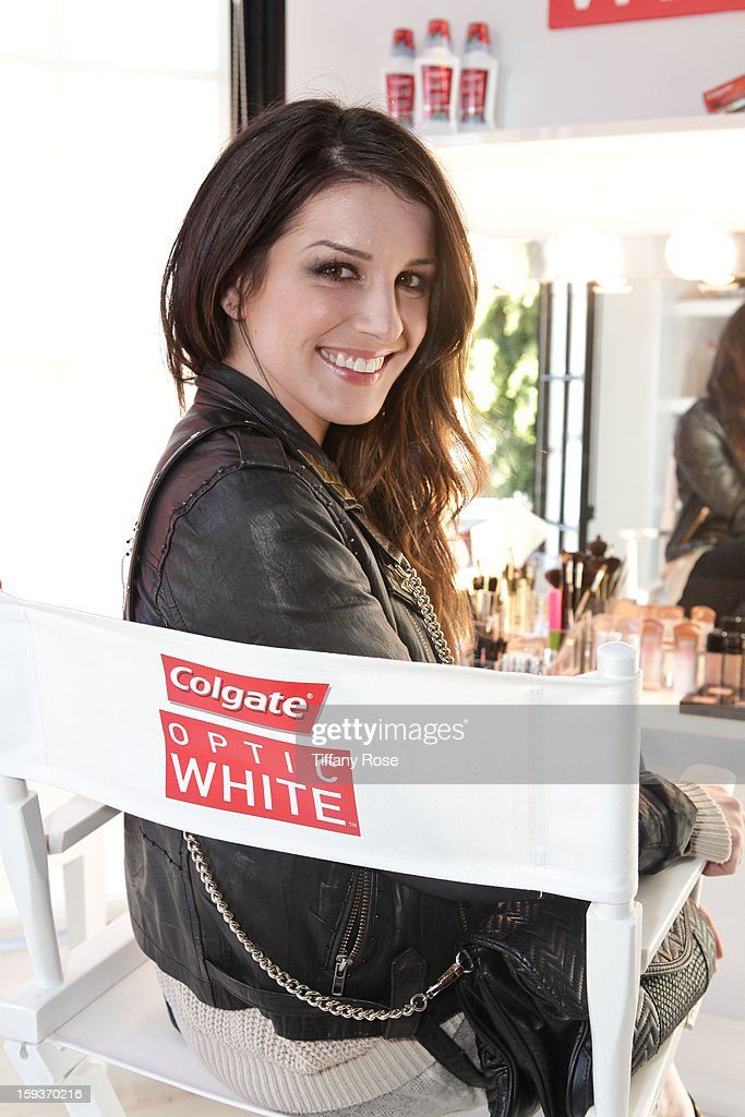 Actress Shenae Grimes attends the Colgate Optic White beauty bar - Day 2 at Salon 901 on January 12, 2013 in West Hollywood, California.