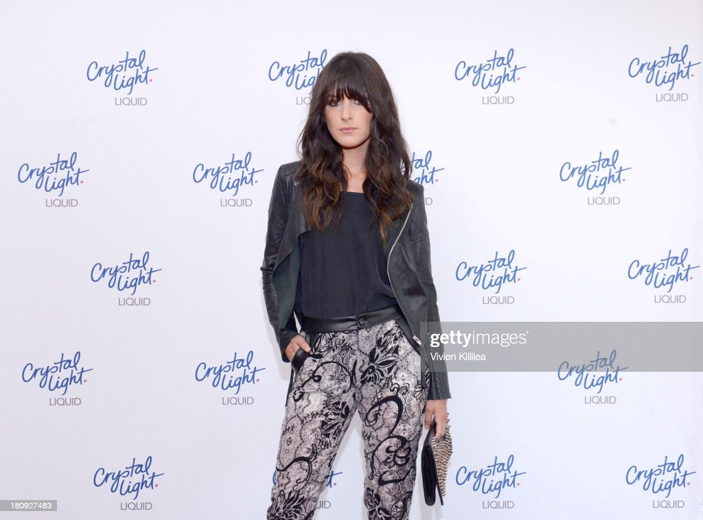 Actress <a gi-track='captionPersonalityLinkClicked' href=/galleries/search?phrase=Shenae+Grimes&family=editorial&specificpeople=2153141 ng-click='$event.stopPropagation()'>Shenae Grimes</a> attends the Entertainment Tonight And Crystal Light Pre-Emmy Party at SLS Hotel on September 17, 2013 in Beverly Hills, California.