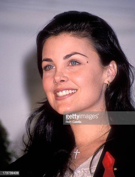 Actress Sherilyn Fenn attends the Eighth Annual IFP/West Independent Spirit Awards on March 27 1993 at Santa Monica Beach in Santa Monica California