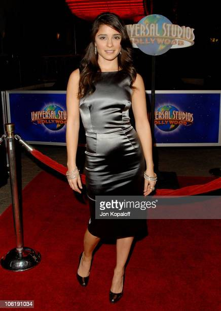 Actress Shiri Appleby arrives at the Los Angeles premiere 'Charlie Wilson's War' at the Citywalk Cinemas on December 10 2007 in Universal City...